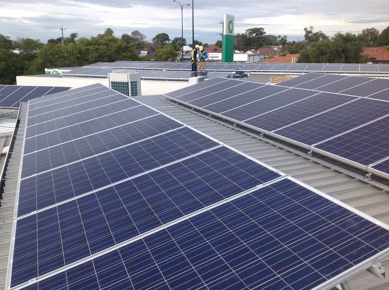 Generate your own electricity - make commercial roofs work